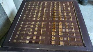 (28) Červen - Surový propolis připraven na sběr a následné zpracování