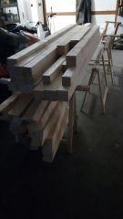 (03) Březen - Nařezané a ohoblované trámy na výrobu úložné boudy pro 1. stanoviště