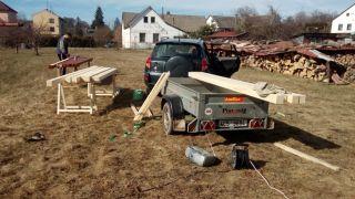 (04) Březen - Nátěr trámů na výrobu úložné boudy pro 1. stanoviště