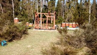 (11) Březen - Stavba úložné boudy pro 1. stanoviště (1.den stavby)