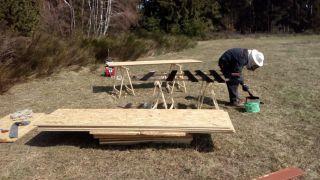 (12) Březen - Stavba úložné boudy pro 1. stanoviště (1.den stavby)