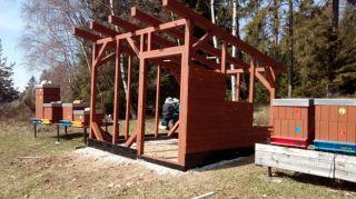 (13) Březen - Stavba úložné boudy pro 1. stanoviště (1.den stavby)