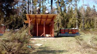 (14) Březen - Stavba úložné boudy pro 1. stanoviště (1.den stavby)