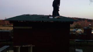 (16) Březen - Stavba úložné boudy pro 1. stanoviště (1.den stavby)