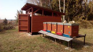 (18) Březen - Stavba úložné boudy pro 1. stanoviště (2.den stavby)