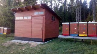 (20) Duben - Stavba úložné boudy pro 1. stanoviště (4.den stavby)