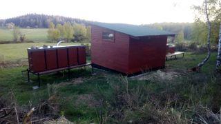 (21) Duben - Stavba úložné boudy pro 1. stanoviště (4.den stavby)